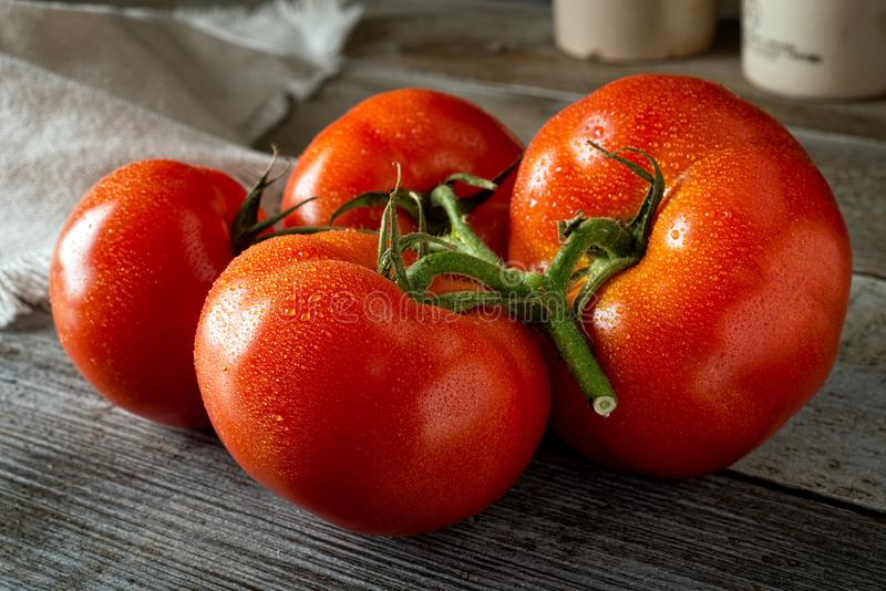 Pomodori organici maturi freschi fotografie stock libere da diritti