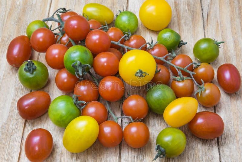 Pomodori rossi, gialli e verdi fotografie stock