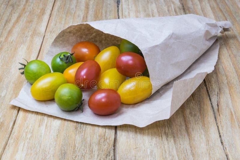 Pomodori rossi, gialli e verdi immagine stock