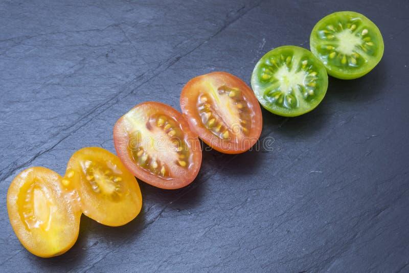 Pomodori rossi, gialli e verdi fotografia stock