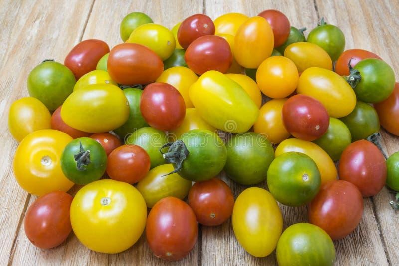 Pomodori rossi, gialli e verdi immagine stock libera da diritti