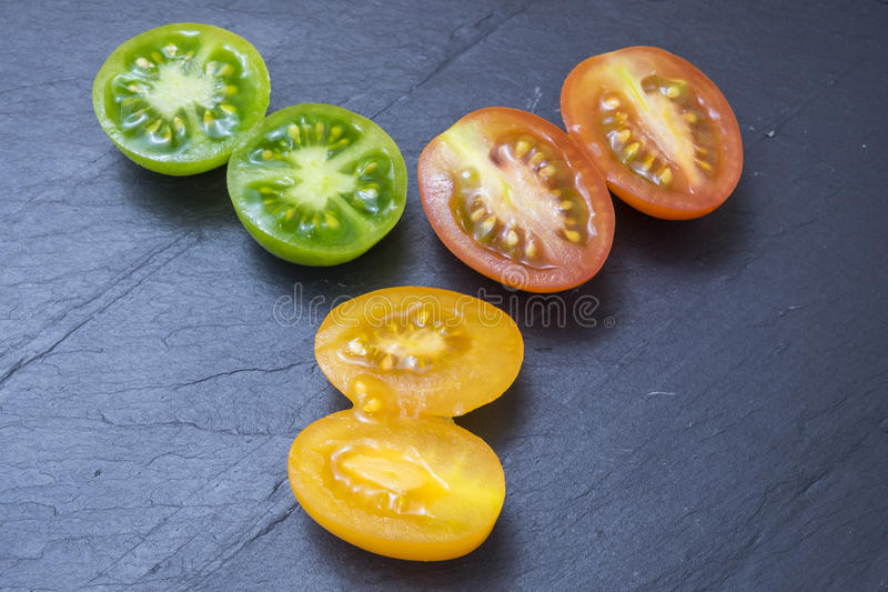 Pomodori rossi, gialli e verdi fotografie stock libere da diritti