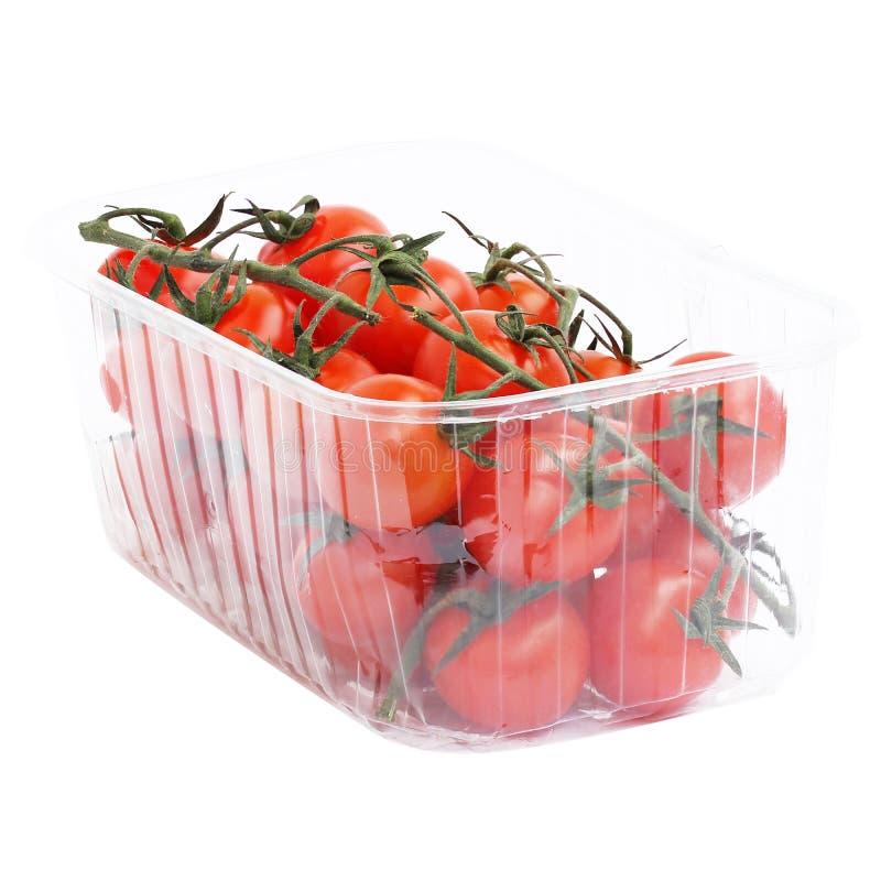 Pomodori rossi su un ramo sul piatto a forma di isolato su bianco immagini stock