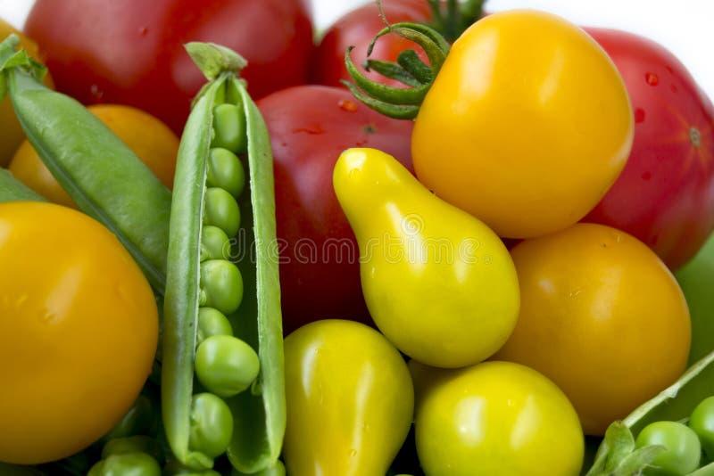 Pomodori variopinti e fagioli dello zucchero immagini stock