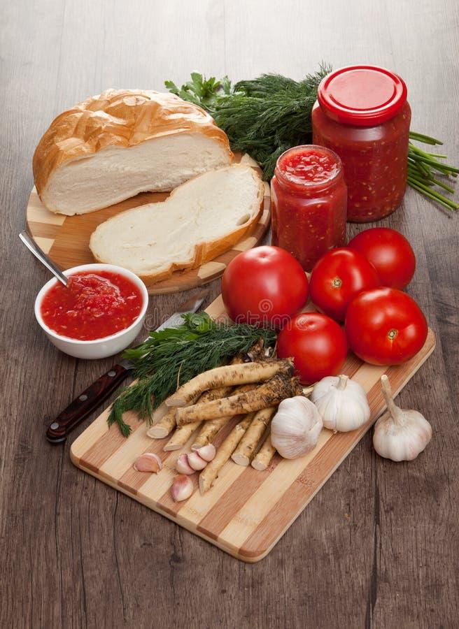 Pomodoro, aglio e rafano saporiti fotografia stock