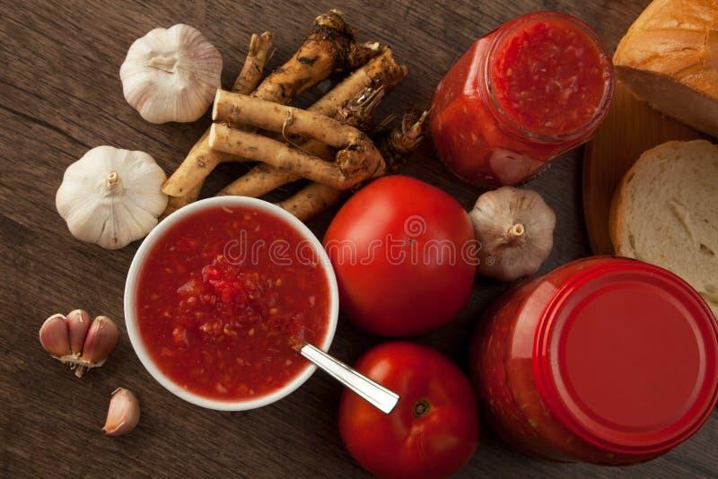 Pomodoro, aglio e rafano saporiti fotografia stock libera da diritti