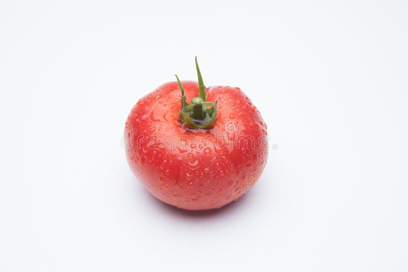 Pomodoro maturo su priorit? bassa bianca fotografia stock