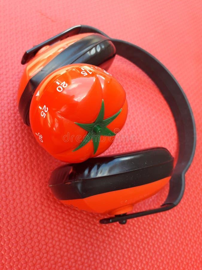 Pomodoro zegar - machinalny pomidor kształtował kuchennego zegar dla gotować, studiować i pracować, fotografia stock