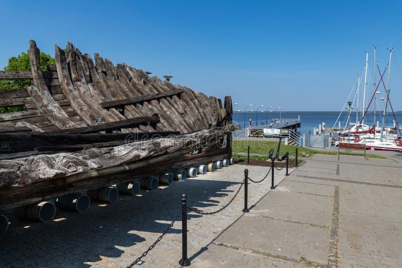 Pomorski de Kamien, zachodniopomorskie/Pologne - juin, 5, 2019 : Marina dans une petite ville dans Pomerania Un petit pont et un  image stock