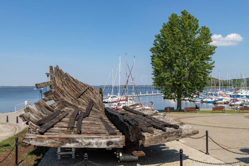Pomorski de Kamien, zachodniopomorskie/Pologne - juin, 5, 2019 : Marina dans une petite ville dans Pomerania Un petit pont et un  images stock