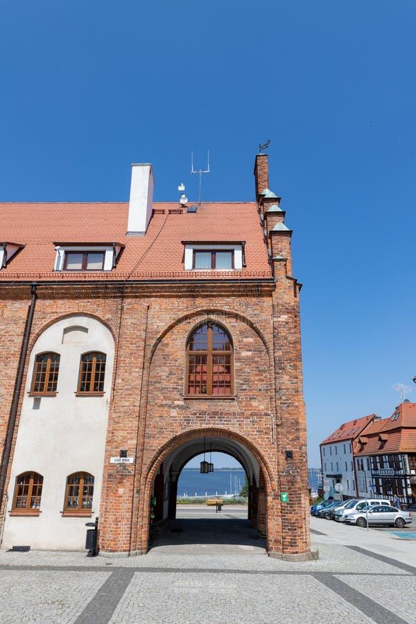 Pomorski de Kamien, zachodniopomorskie/Polonia - junio, 5, 2019: Rynek y el ayuntamiento histórico en una pequeña ciudad en Pomer fotos de archivo libres de regalías