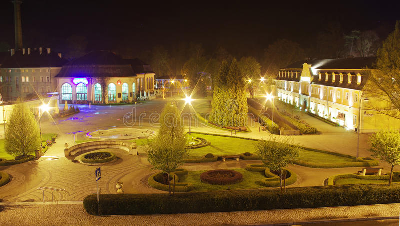 Pomp-ruimte in Kudowa Zdroj, Polen bij nacht stock foto's