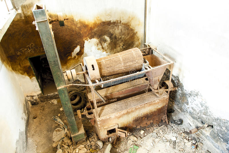 Pompa del vecchio sale e stazione della raffineria fotografie stock
