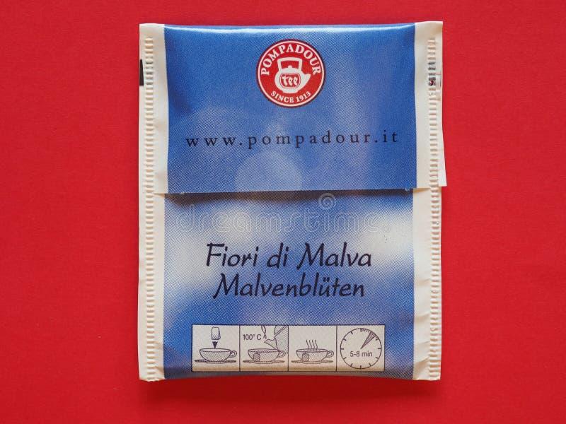 Pompadour Fiori di malva Malvenblueten que significa flores malva no chá de erva italiano e alemão fotos de stock