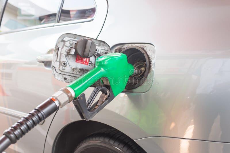 Pompage d'essence photo libre de droits