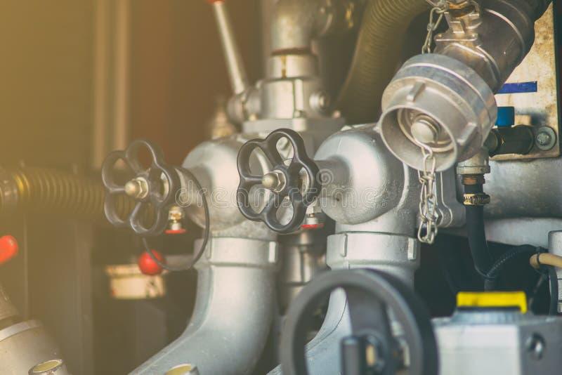 Pompe à eau de valve de plan rapproché et contrôle de la pression de tuyau photos libres de droits