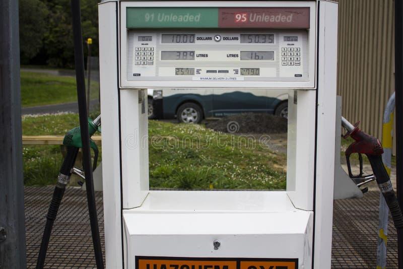Pompe à essence de station service photo libre de droits