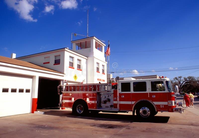 Pompe à incendie rouge photo libre de droits