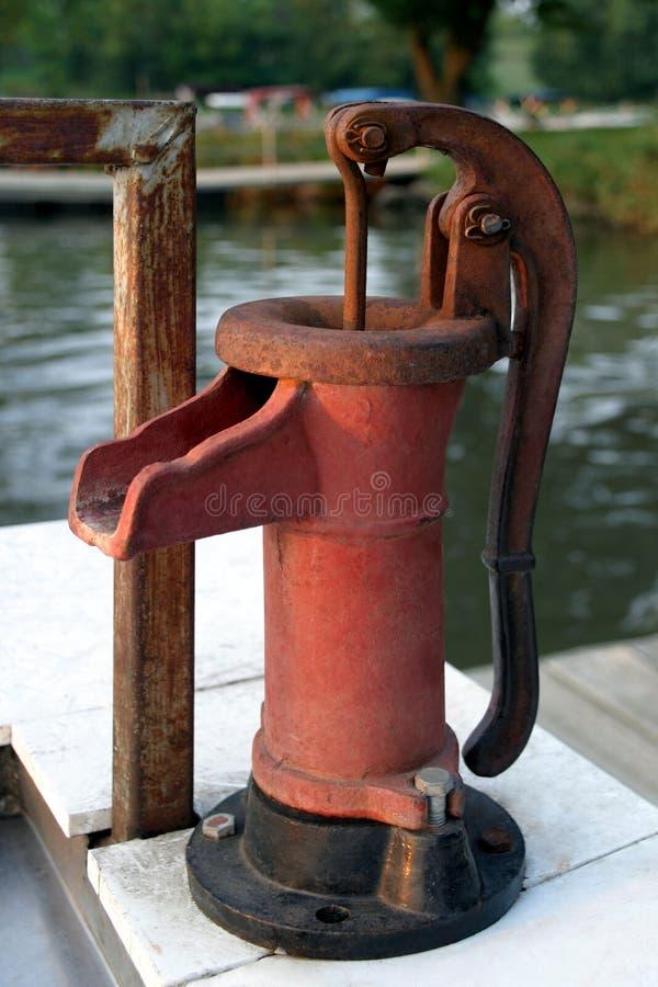 Pompe de nettoyage de poissons - rouge photo stock