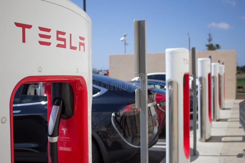 Pompe della stazione di carico di Tesla fotografia stock libera da diritti