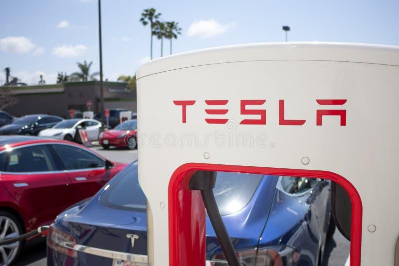 Pompe della stazione di carico di Tesla immagine stock libera da diritti
