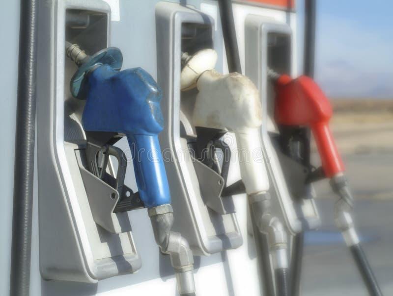 Pompe di gas rosse, bianche e blu fotografia stock