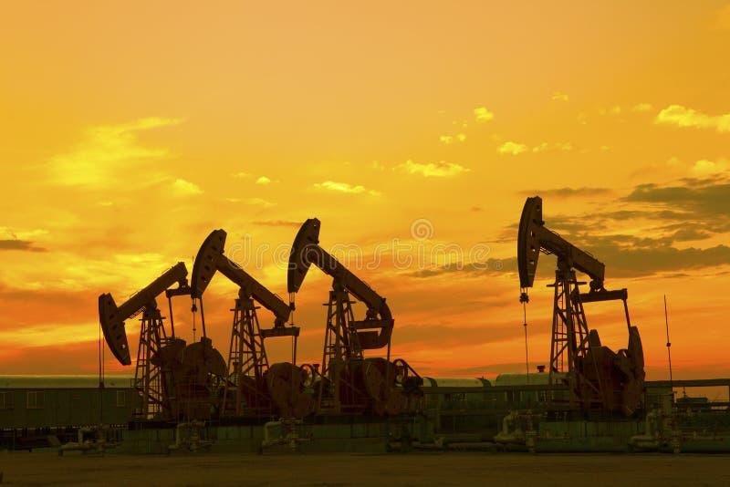 Pompe di olio. fotografie stock