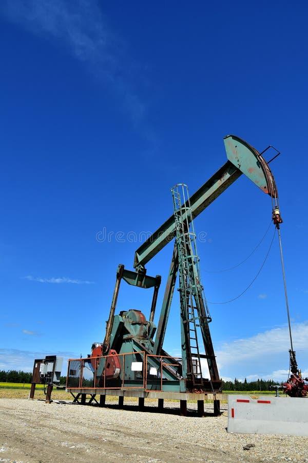 Pompe fonctionnante Jack de puits de pétrole photographie stock