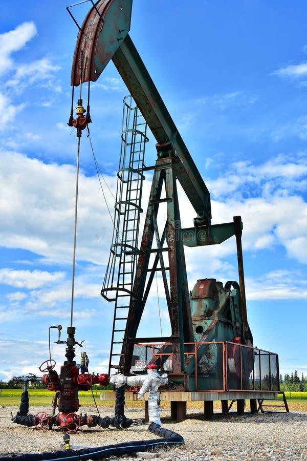 Pompe fonctionnante Jack de puits de pétrole image stock
