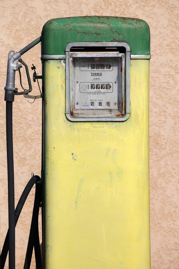 Pompe vieille et de vintage à gaz photographie stock