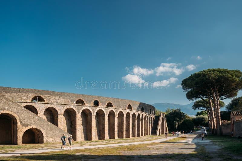 Pompei, Italië Weergeven van Amphitheatre van Pompei in Sunny Day stock afbeelding