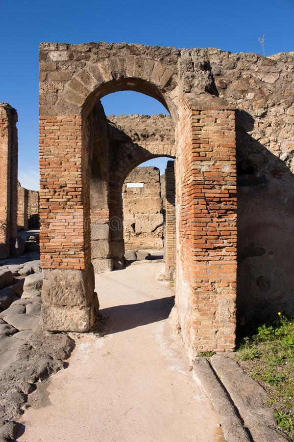 Pompeii est une ville antique enterrée dans l'ANNONCE 79 de l'éruption de image stock