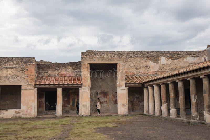 Pompeii ITALIEN - 04 November, 2018 Forntida fördärvar i Pompeii, romersk stad nära moderna Naples arkivfoton