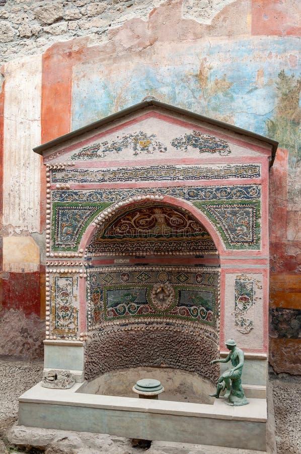 Pompeii, le meilleur site arch?ologique pr?serv? dans le monde, Italie Intérieur de la Chambre de la petite fontaine photographie stock