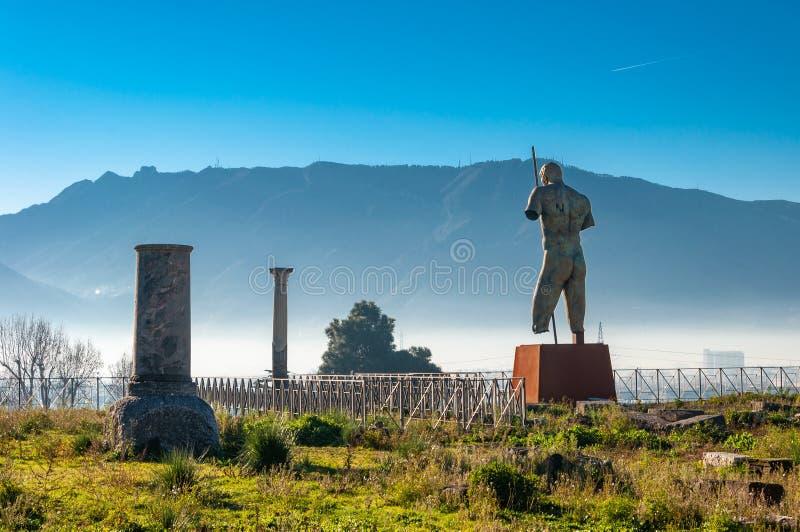 Pompeii, le meilleur site arch?ologique pr?serv? dans le monde, Italie La statue du Daedalus de Mitoraj images libres de droits