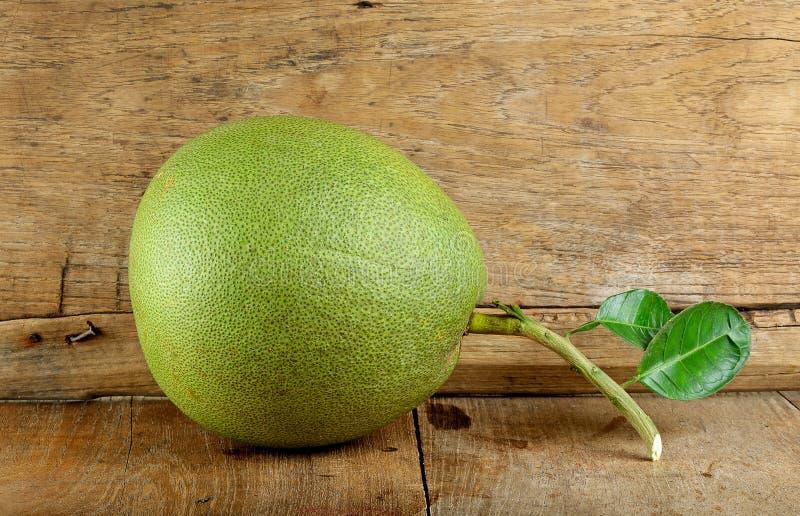 Pompelmoesfruit op de houten achtergrond royalty-vrije stock foto
