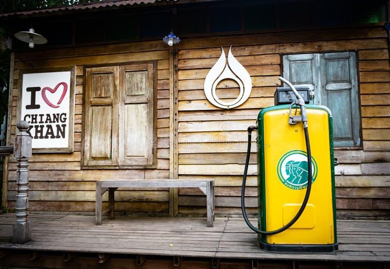 Pompen van het museum de Oude benzinestation Uitstekende Brandstofautomaat, openlucht oude benzinepost in Thailand-loei-Chaingkha royalty-vrije stock afbeelding