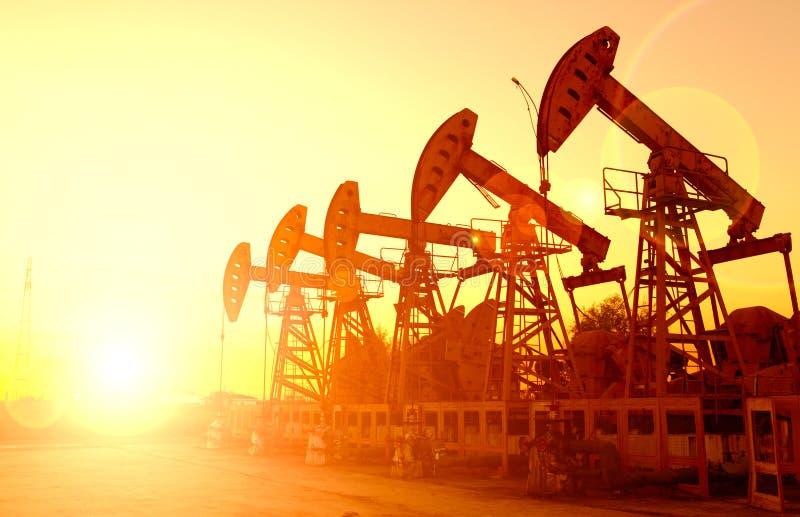 Pompes à huile. photo stock