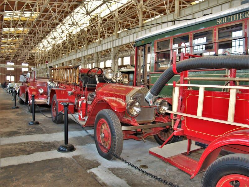 Pompes à incendie antiques chez Carolina Transportation Museum du nord photo stock