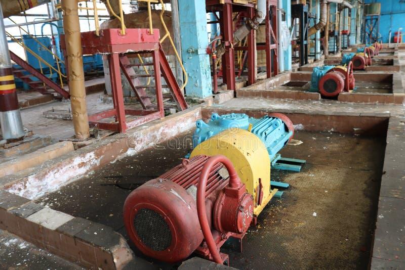 Pompes de centrifugeur en m?tal de fer ?quipement et tuyaux avec des brides et des valves pour les produits de pompage de carbura photo libre de droits