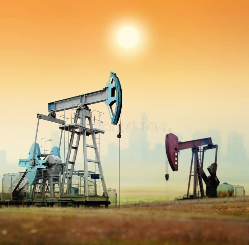 Pompes de pétrole photo stock