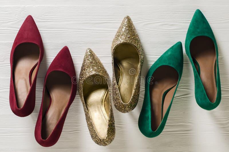 Pompes des chaussures des femmes de mode Noël classique colore le rouge, gre photo stock