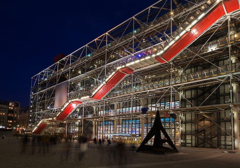 Pompidouen centrerar, Paris, på natten arkivfoto