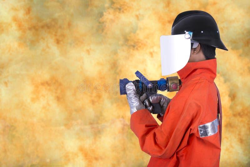 Pompier sur le fond du feu photographie stock
