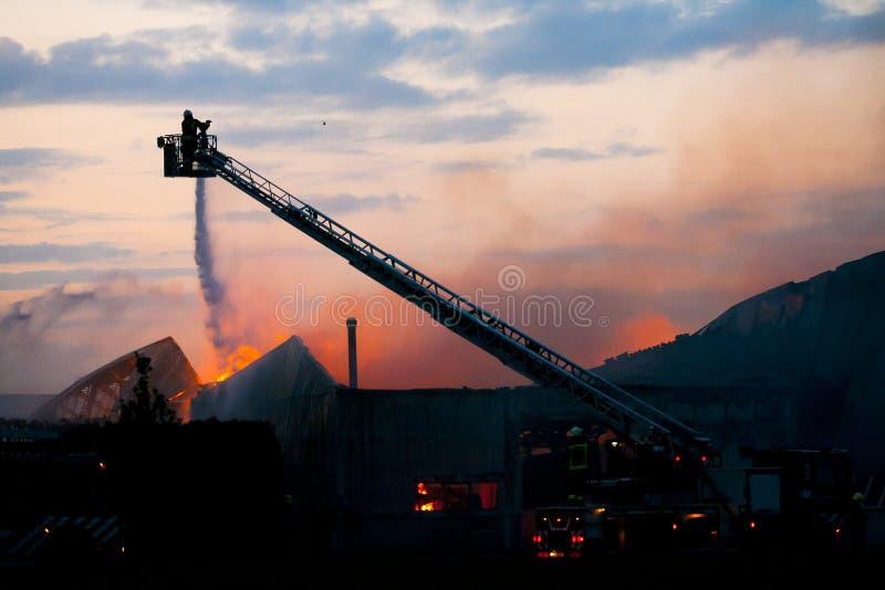 Pompiere nell'azione fotografia stock libera da diritti