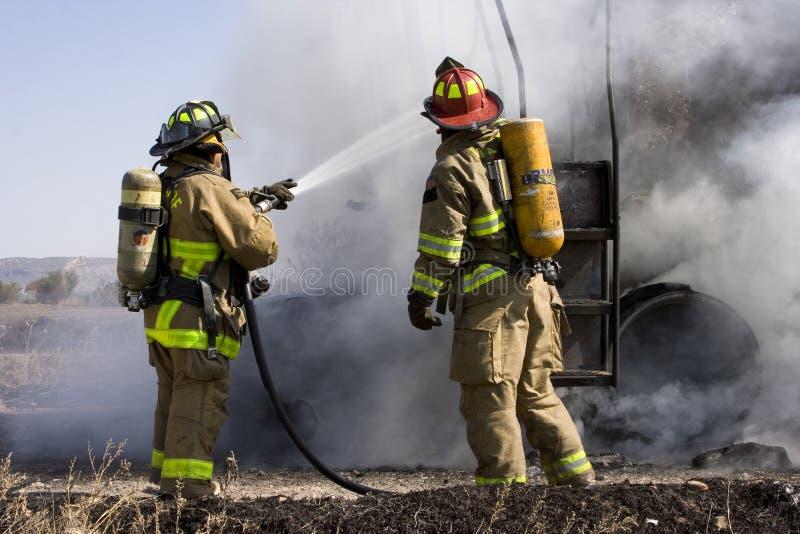 Pompieri nell'azione fotografia stock libera da diritti