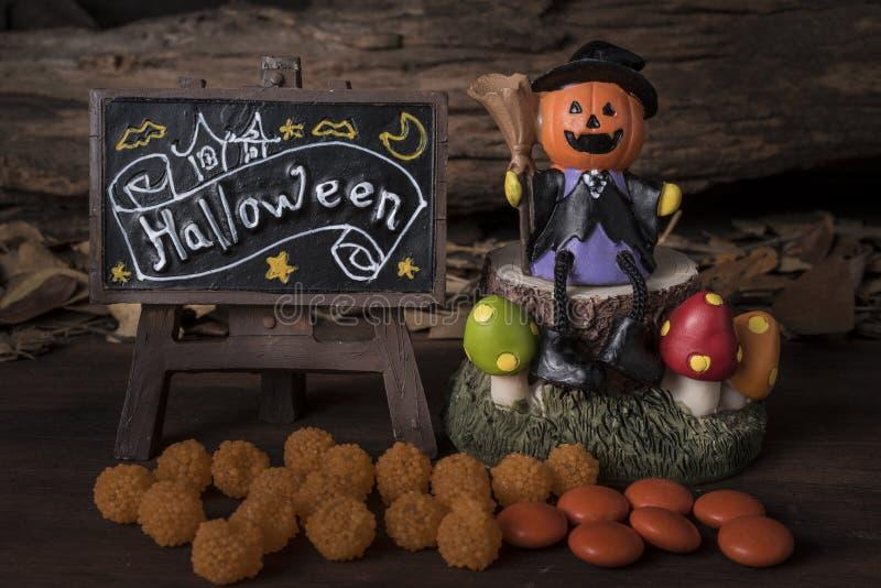 Pompoen hoofdhefboom met Halloween-raad royalty-vrije stock foto