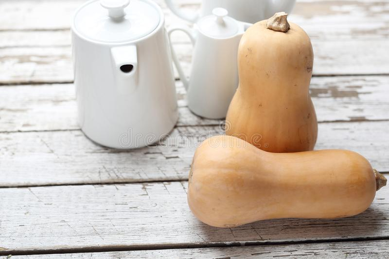 Pompoen, verse groenten op houten countertop royalty-vrije stock foto