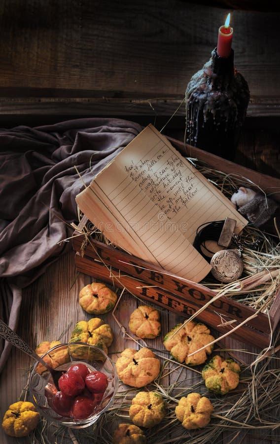 Pompoenkoekjes en Halloween-Attributen royalty-vrije stock fotografie