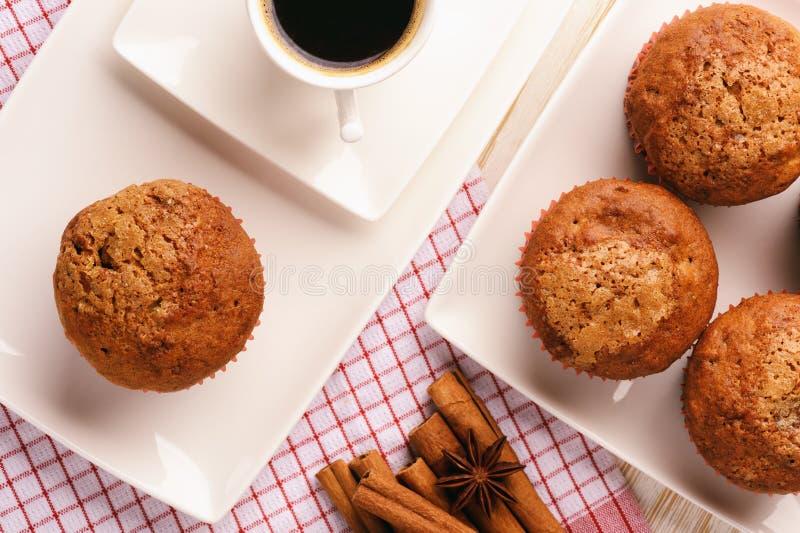 Pompoenmuffins met appel, gember en kaneel royalty-vrije stock foto